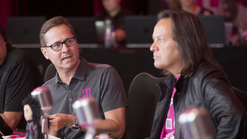 T-Mobile US COO Mike Sievert (links) und CEO John Legere (rechts)