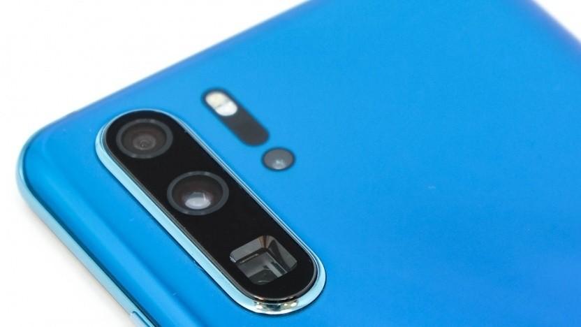 In diesem Bild gut zu erkennen: Das Prisma der Telekamera des P30 Pro von Huawei