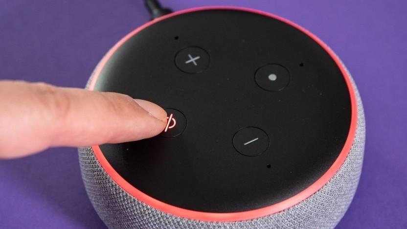 Ein roter Leuchtring zeigt an, wenn ein Echo-Lautsprecher nicht lauscht.