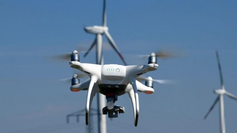 Eine Drohne im Flug (Symbolbild)