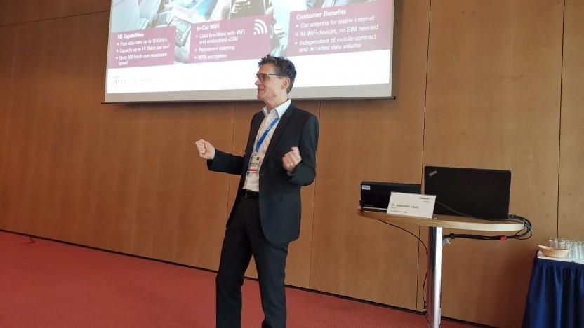 Telekom-5G-Chef Alexander Lautz wirbt in Dresden für ein Miteinander mit der Automobilindustrie.