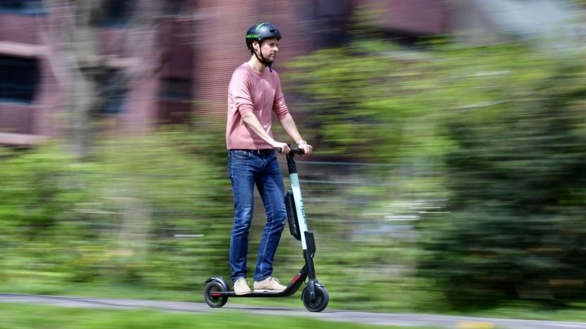 E-Scooter-Fahrer: Bunderat soll am 17. Mai der Zulassung in Deutschland zustimmen.