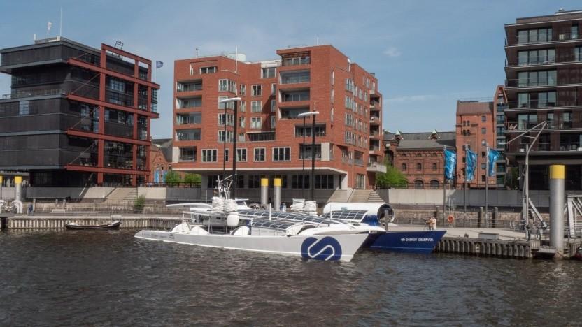 """Energie-autarker Katamaran Energy Observer in Hamburg: """"Wir wollen zeigen, dass alles zusammenhängt."""""""