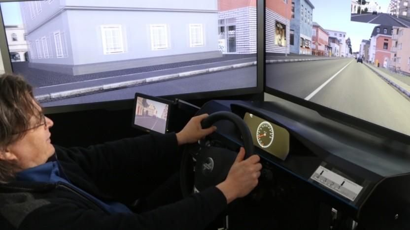 Mit Simulationen testet das DLR das hochautomatisierte Fahren.