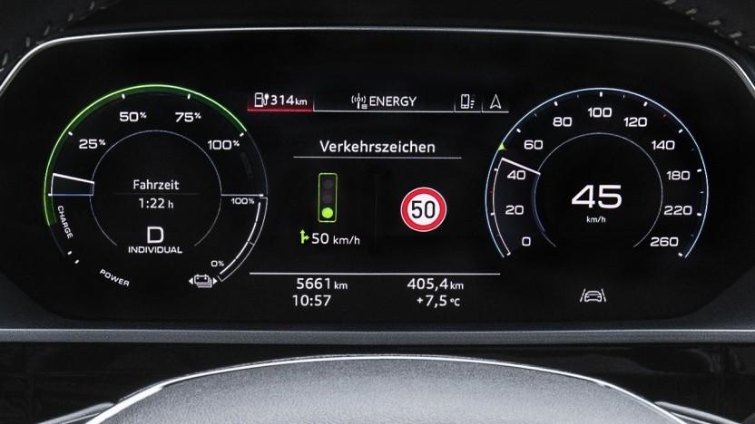 Der neue Dienst vernetzt Audi-Modelle mit den Ampeln der Stadt.