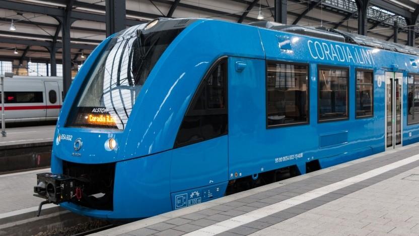 Brennstoffzellenzug Coradia iLint (bei der ersten öffentlichen Fahrt in Wiesbaden im April 2018): Wasserstoff tanken in Höchst