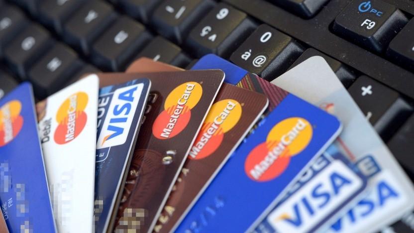 Betrugsfälle durch Fake-Shops im Internet sollen durch eine Ausweispflicht der .de-Domain-Inhaber eingedämmt werden.