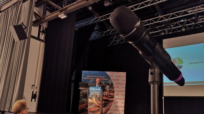 Der Chef der Bundesnetzagentur Jochen Homann spricht in Norderstedt.