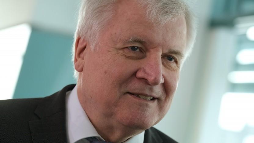Horst Seehofer will die Überwachung von Medien erleichtern.