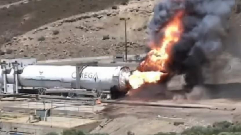 Die lodernden Flammen am Ende des Tests sind normal, die fehlende Raketendüse nicht.