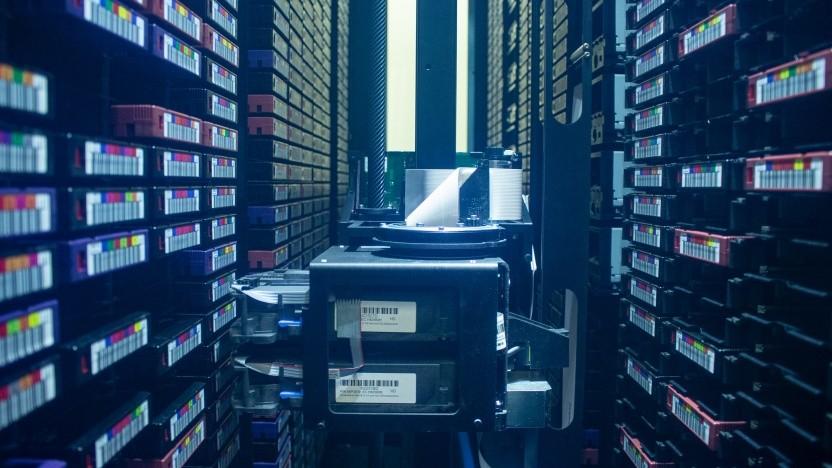 Viele Tausend Magnetbänder werden im GFZ Potsdam archiviert.