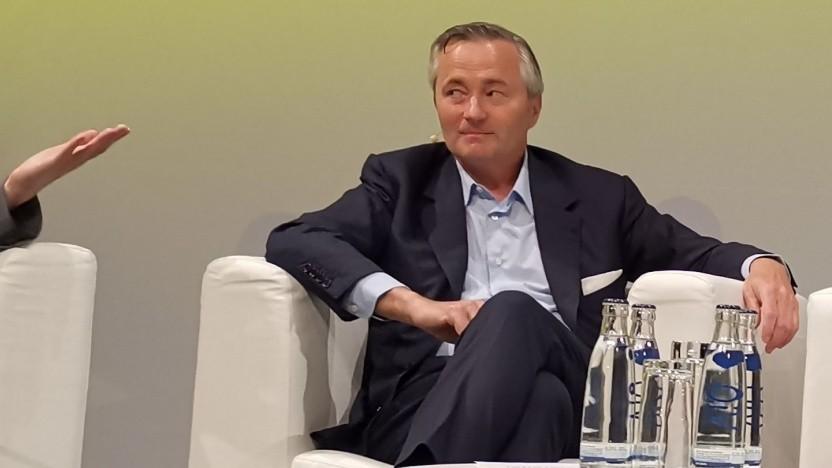 Hannes Ametsreiter beim Breitbandgipfel: Glasfaserausbau im Faktencheck
