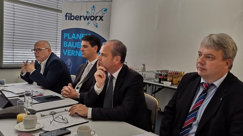 v.l.n.r. Thomas Schommer (Inexio), David Zimmer (Geschäftsführer Inexio und VATM-Präsidium), Georg Sariyannis (Geschäftsführer Fiberworx) und Philipp Gross (Geschäftsführer Peter Gross Bau)