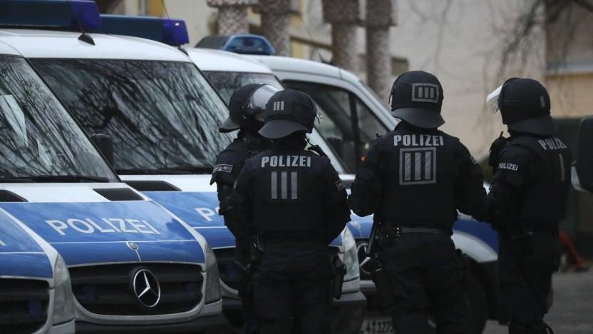 Mit Razzien in 13 Bundesländern geht die Polizei gegen Hasspostings vor (Symbolbild).