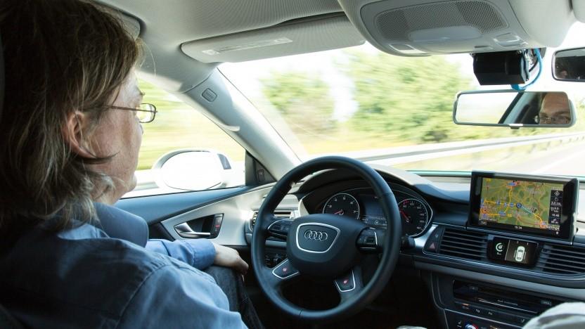 Auch bei Hackerangriffen sollen die Halter automatisierter Autos haften.