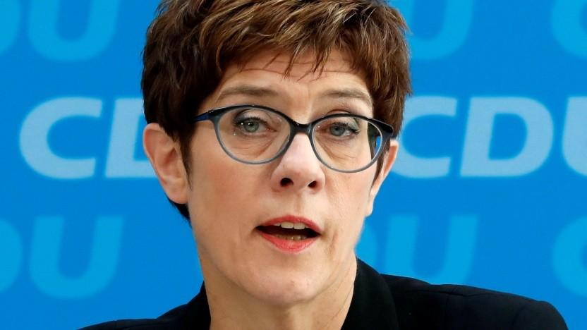 Annegret Kramp-Karrenbauer stört sich an der Anonymität im Netz.
