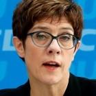 Klarnamenpflicht: Kramp-Karrenbauer kritisiert Anonymität im Netz
