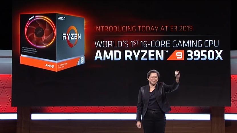AMD-Chefin Lisa Su zeigt den Ryzen 9 3950X.