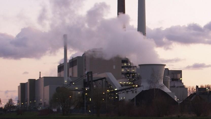 Aufwendige Berechnungen brauchen viel Strom - und der kommt nach wie vor häufig aus besonders klimaschädlichen Kohlekraftwerken.