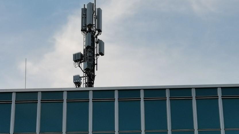 Mobilfunkantenne auf Gebäude im Berliner Zentrum.