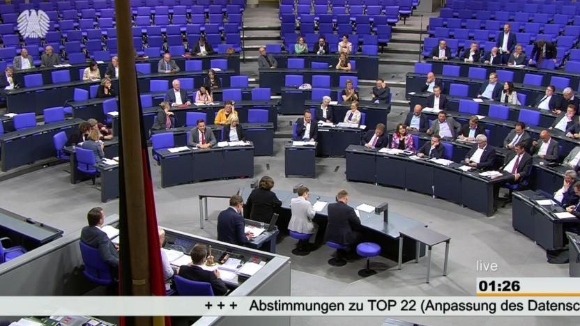 Nächtliche Debatte im Bundestag zur Datenschutzanpassung.