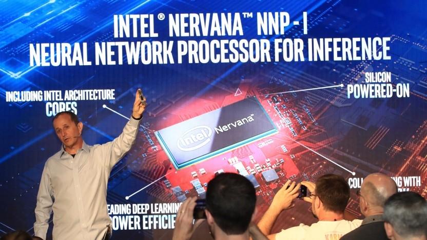 Intel zeigt Nervana NNP-I als M.2-Kärtchen.