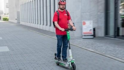 In Berlin sollen E-Scooter künftig nicht mehr auf Gehwegen geparkt werden dürfen.