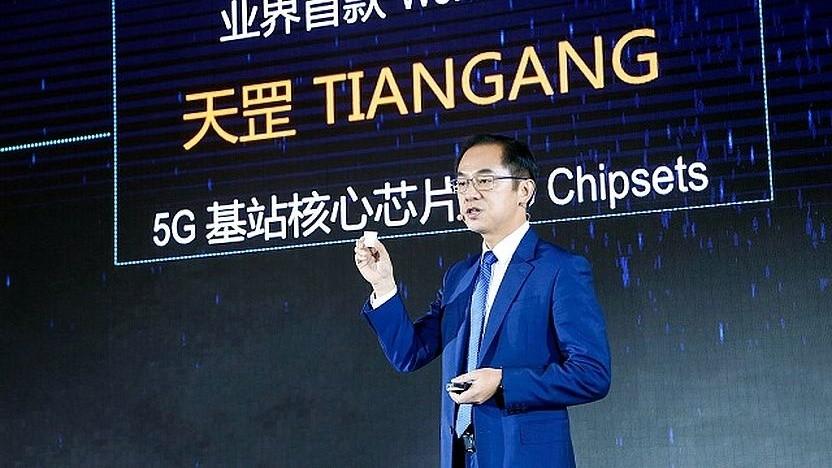 Ryan Ding, CEO der Carrier Business Group, stellt Huaweis 5G-Chipsatz vor.