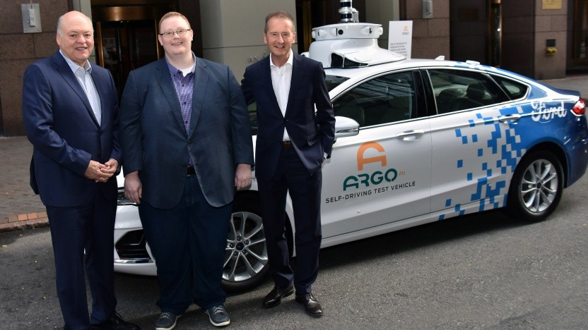 Von links nach rechts:  Ford-CEO Jim Hackett, Argo-AI-CEO Bryan Salesky, VW-CEO Herbert Diess (Bild: Argo AI)