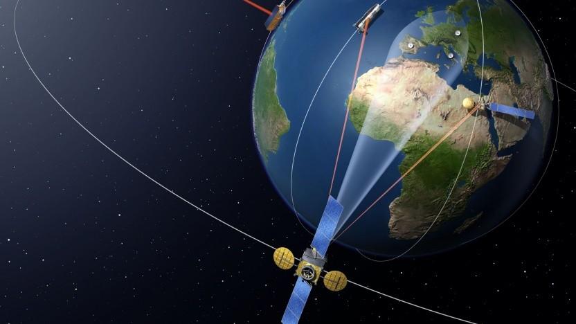 Kommunikationssystem EDRS (künstlerische Darstellung): dauerhafte Verbindung zu Satelliten in niedrigen Orbits