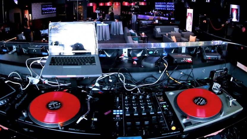 Turntable in einem Nachtclub in Hollywood