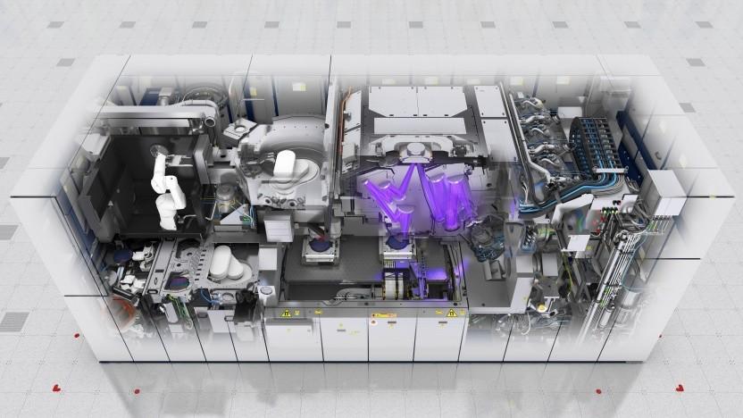 Blick in einen EUV-Scanner mit EUV-Licht und Spiegeln