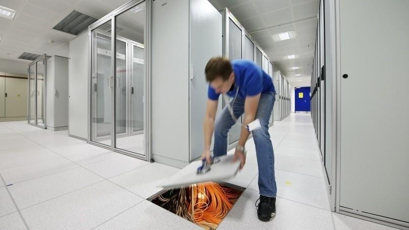 T-Systems-Beschäftigter im Rechenzentrum