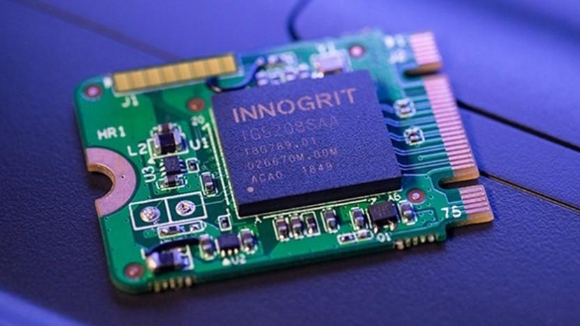 Eine kleine SSD samt Controller von Innogrit
