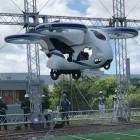 Lufttaxi: Fliegendes Auto schwebt eine Minute