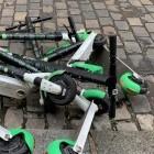 Falsch abgestellte Tretroller: E-Scooter-Verleiher müssen Beschwerdemanagement bieten