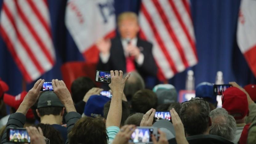 US-Präsident Trump und Unterstützter bei einer Rede