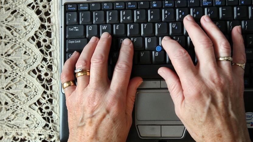 Ältere Internetnutzerin