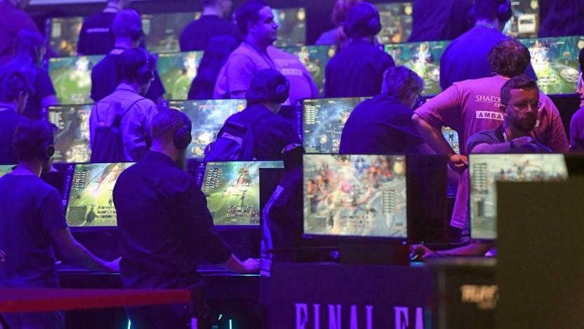 Besucher auf der Gamescom 2019 in Köln
