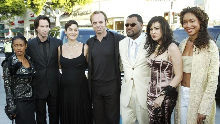 Keanu Reeves (2. v. l.) und Carrie-Anne Moss (3. v. l.), hier bei einer Matrix-Reloaded-Premiere 2003, sind für Matrix 4 bestätigt.