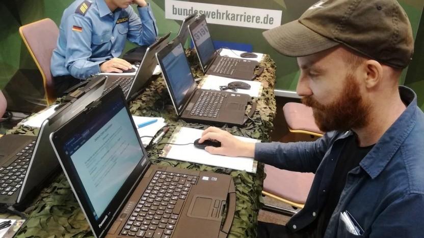 Unser Autor am Stand der Bundeswehr auf der Gamescom.