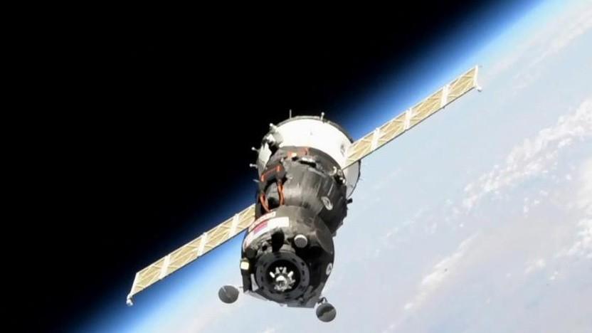 Die automatisierte Sojus-Kapsel nahe der ISS