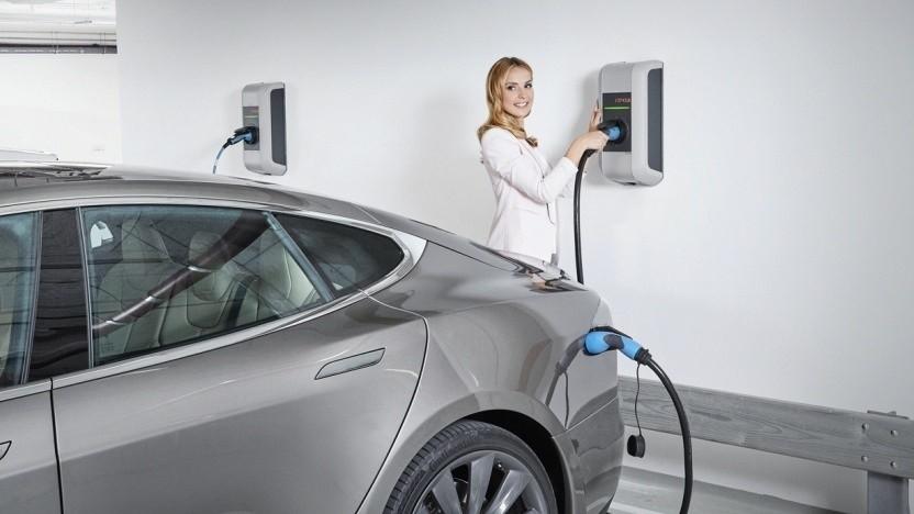 Noch gut ein Jahr müssen sich manche Elektroauto-Fans wohl noch gedulden.