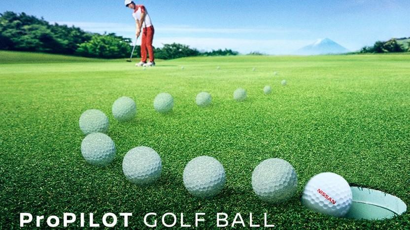 Der intelligente Golfball erreicht bei jedem Putt mühelos das Loch.