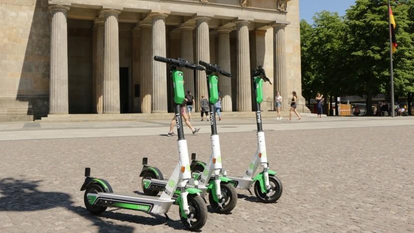 Leicht zu finden: E-Scooter vor der Neuen Wache in Berlin