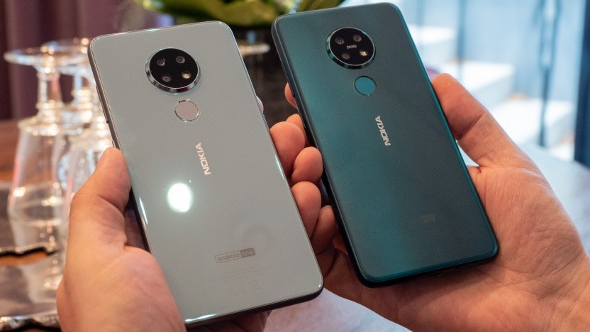 Links das Nokia 6.2, rechts das Nokia 7.2
