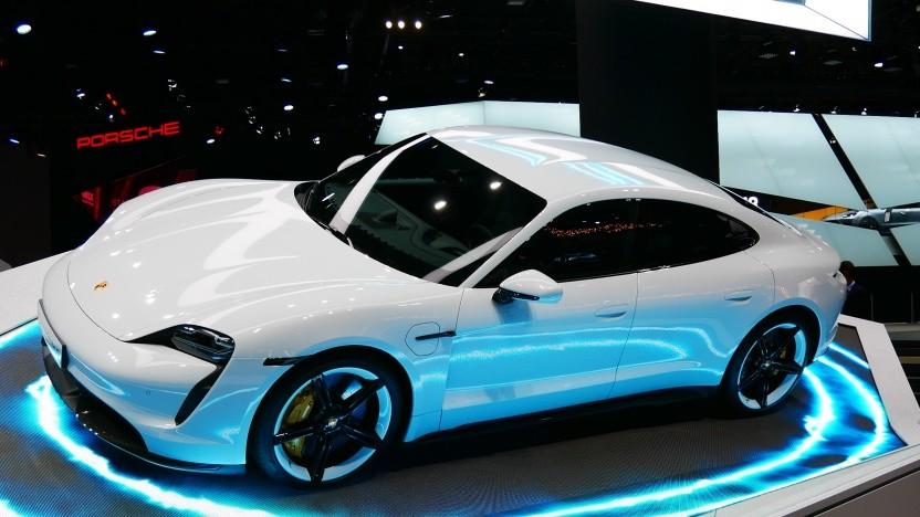 Der Porsche Taycan war auf der IAA 2019 aus der Nähe zu sehen.