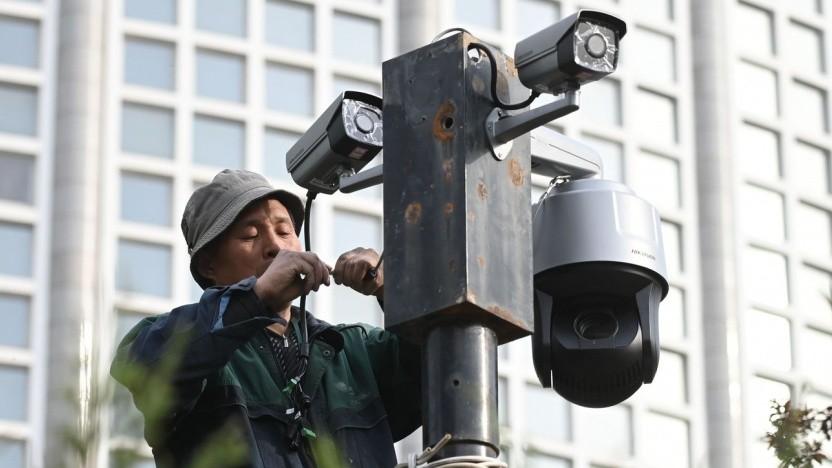 Überwachungskameras vor dem chinesischen Außenministerium (Symbolbild): 500-MP-Kamera erkennt Individuen in großen Menschenmengen.