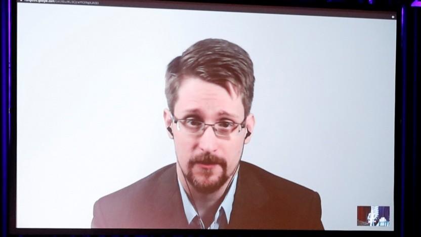 Edward Snowden diskutiert sein Buch per Videokonferenz in Berlin.