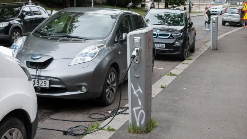"""Elektroautos an einer Ladesäule in Oslo: """"Cooles Vorzeichen dafür, was in der Zukunft kommen wird"""""""